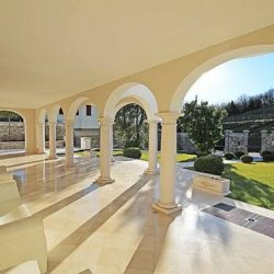 villa-liberty-adro-piscina-portico