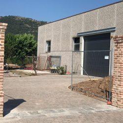 Erreci-Castellini-recinzione-entrata-sassi01