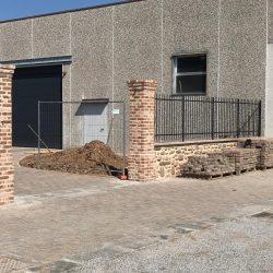 Erreci-Castellini-recinzione-entrata-sassi03